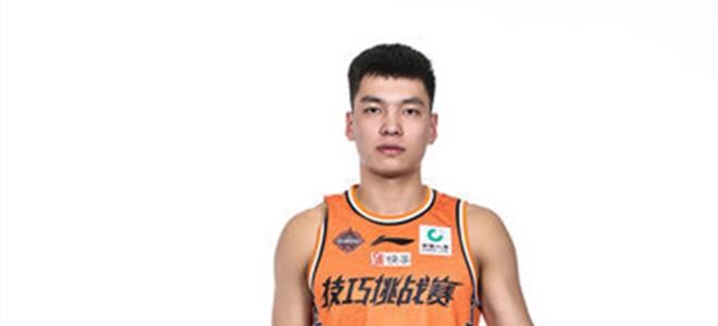 山东男篮后卫陈培东击败王俊杰拿下CBA技巧挑战赛冠军