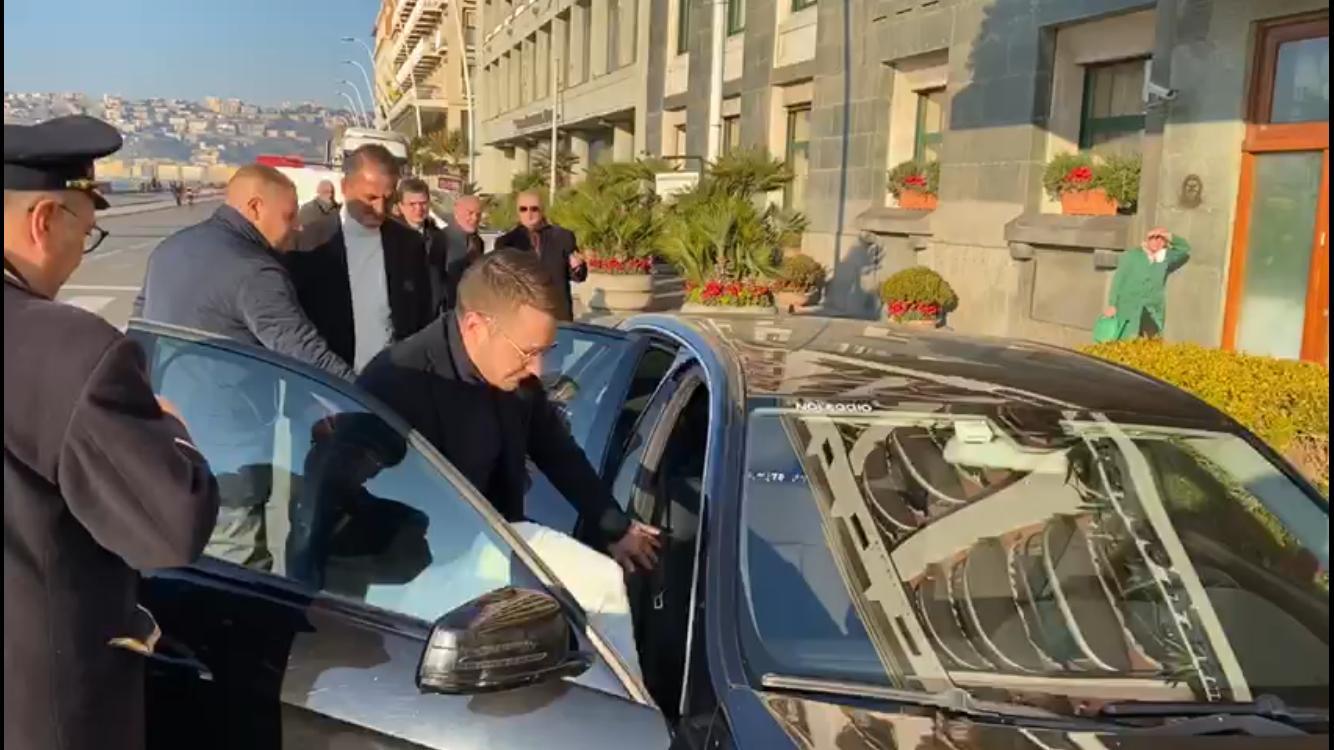 迪马济奥:洛博特卡抵达那不勒斯,今日体检并签约4年