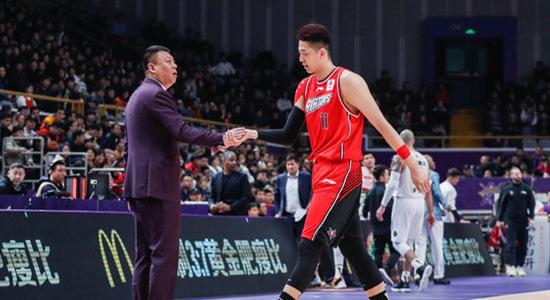 王建军:篮板球控制的不好,攻防和分享球做的不错