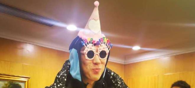这装扮给几分?新疆男篮众将士为周琦庆祝生日