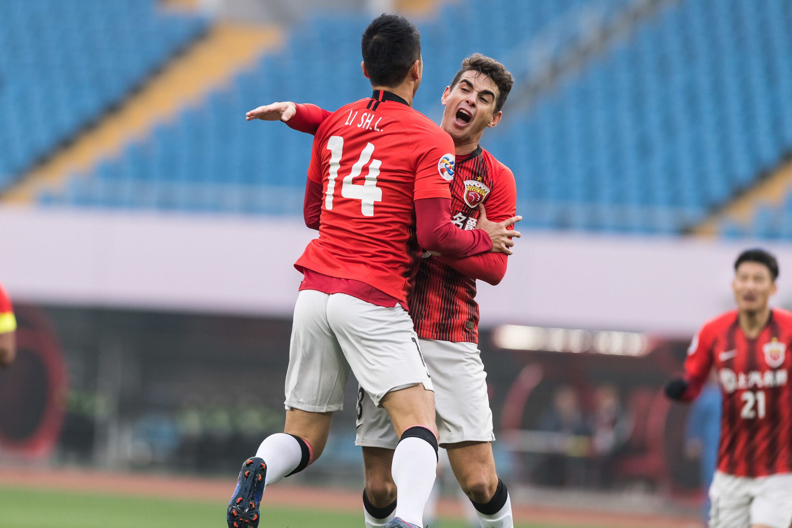 亚冠附添赛:李圣龙阿瑙胡尔克建功,上港3-0武里南