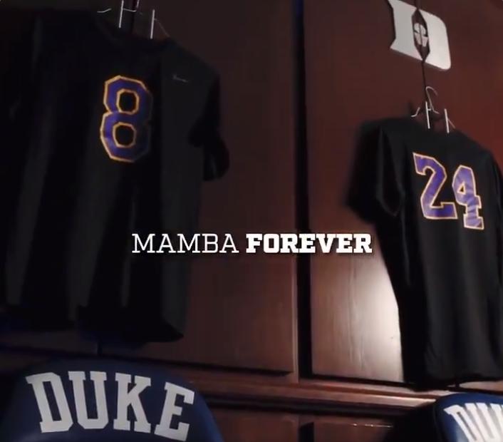 杜克大学篮球队赛前穿着科比T恤热身并举行了默哀仪式