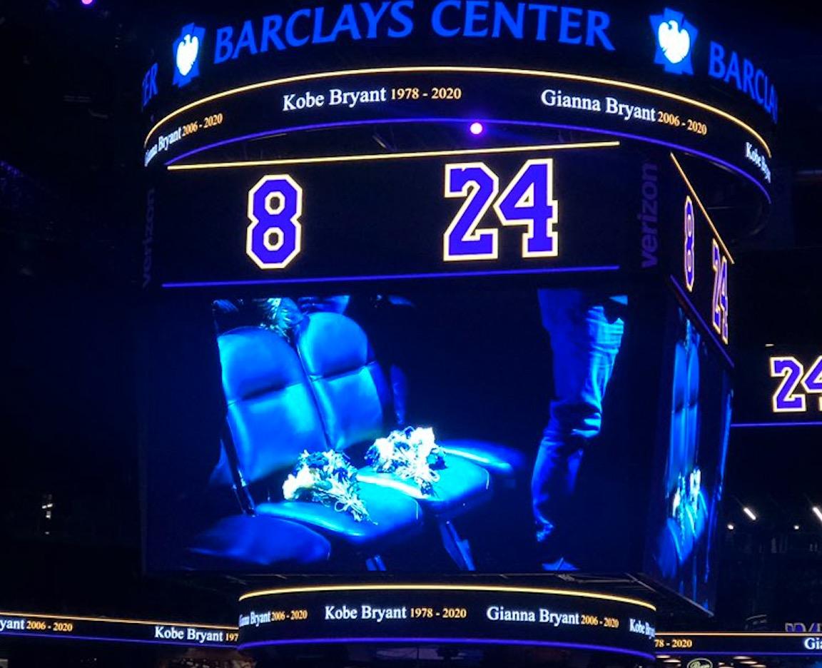篮网今日主场空出科比与其女儿曾坐过的场边座位缅怀逝者