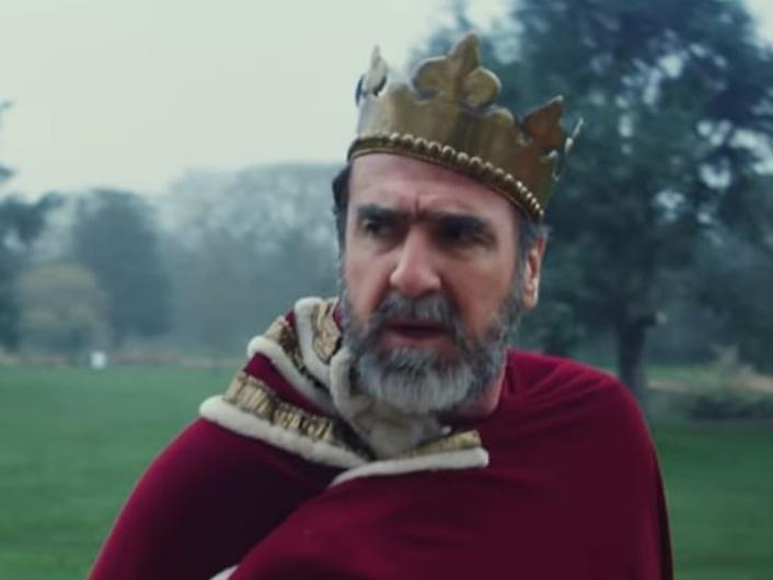 坎通纳与著名曼城球迷加拉格合作拍摄MV,扮演国王