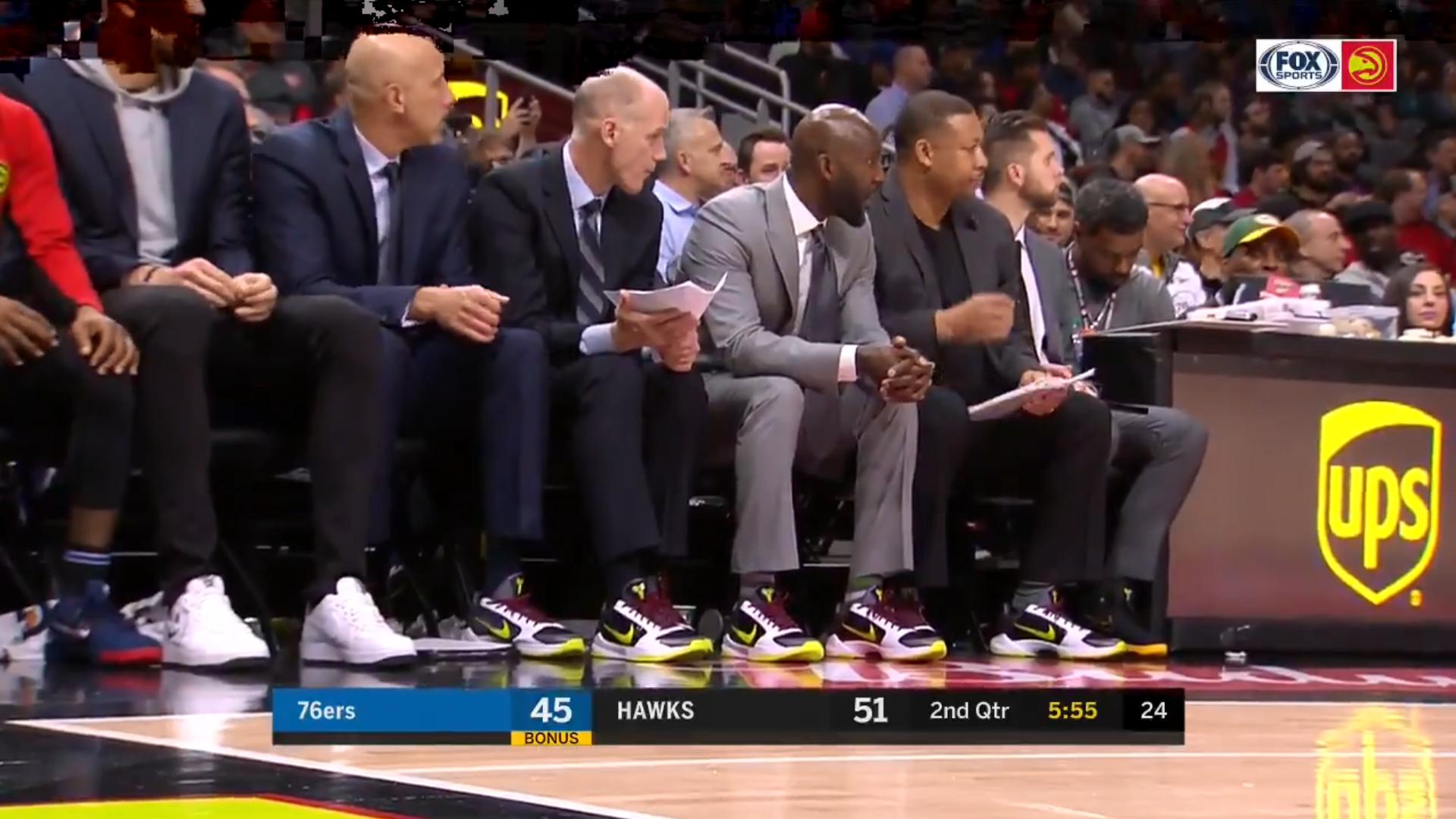 致敬!老鹰队所有的教练成员在比赛中穿着科比球鞋