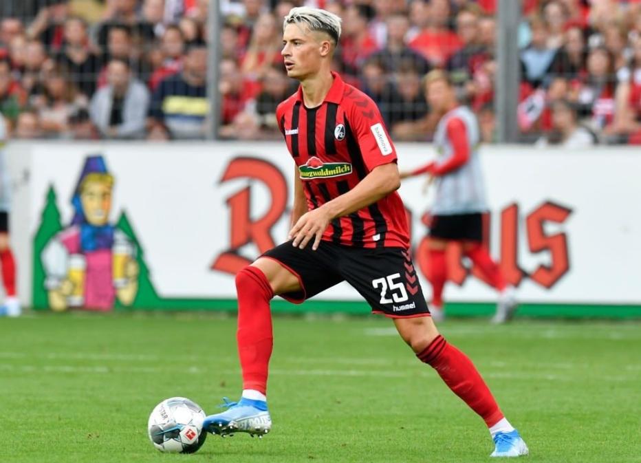 德媒:弗赖堡后卫无缘加盟莱比锡,拜仁今夏或求购