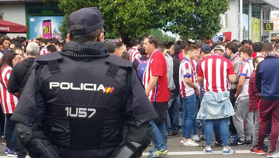 马德里德比即将打响,约1500名安保人员维护球场内外安全