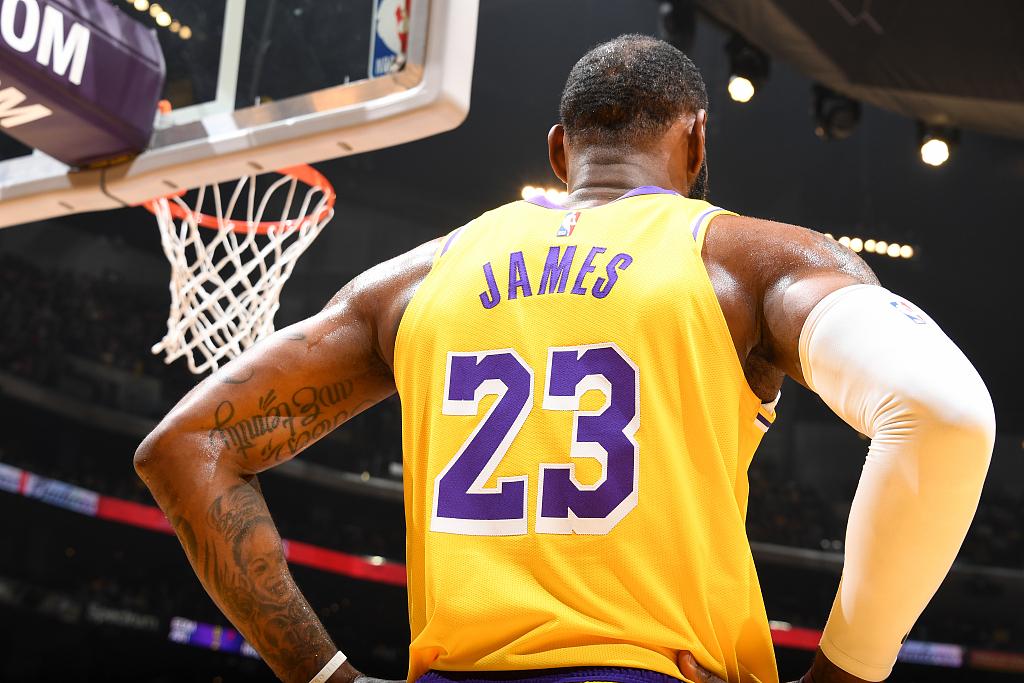 化身神射手!詹姆斯全场三分9中6砍下36分7篮板9助攻