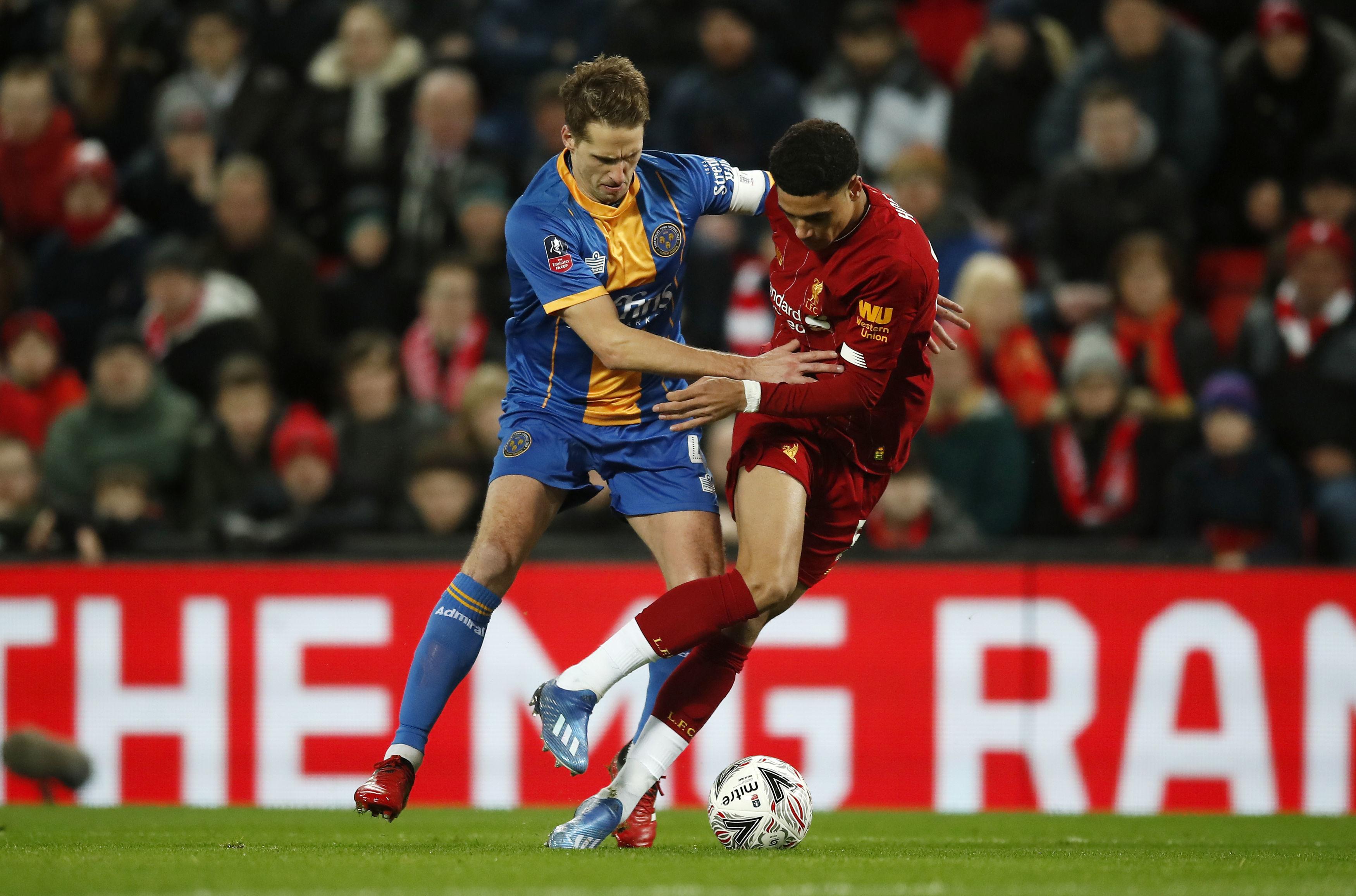 GIF:威廉姆斯头球解围不慎自摆乌龙,利物浦打破僵局