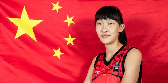 韩旭半场6投全中砍下12分,中国女篮暂时落后3分