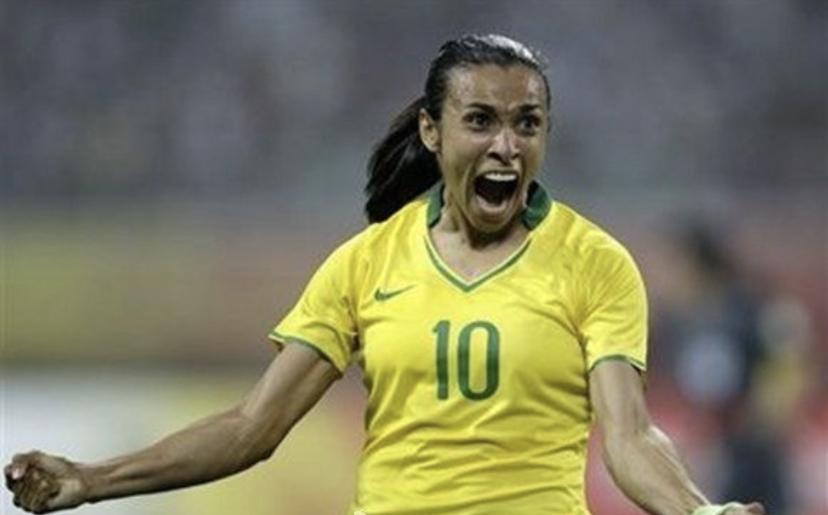 女足球王玛塔祝C罗生快:祝你健康平安幸福!