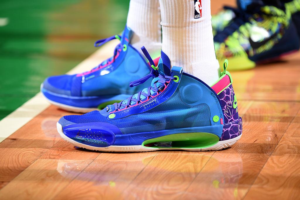今日球鞋:塔特姆上脚AJ34,伍德上脚Kobe4纪念偶像