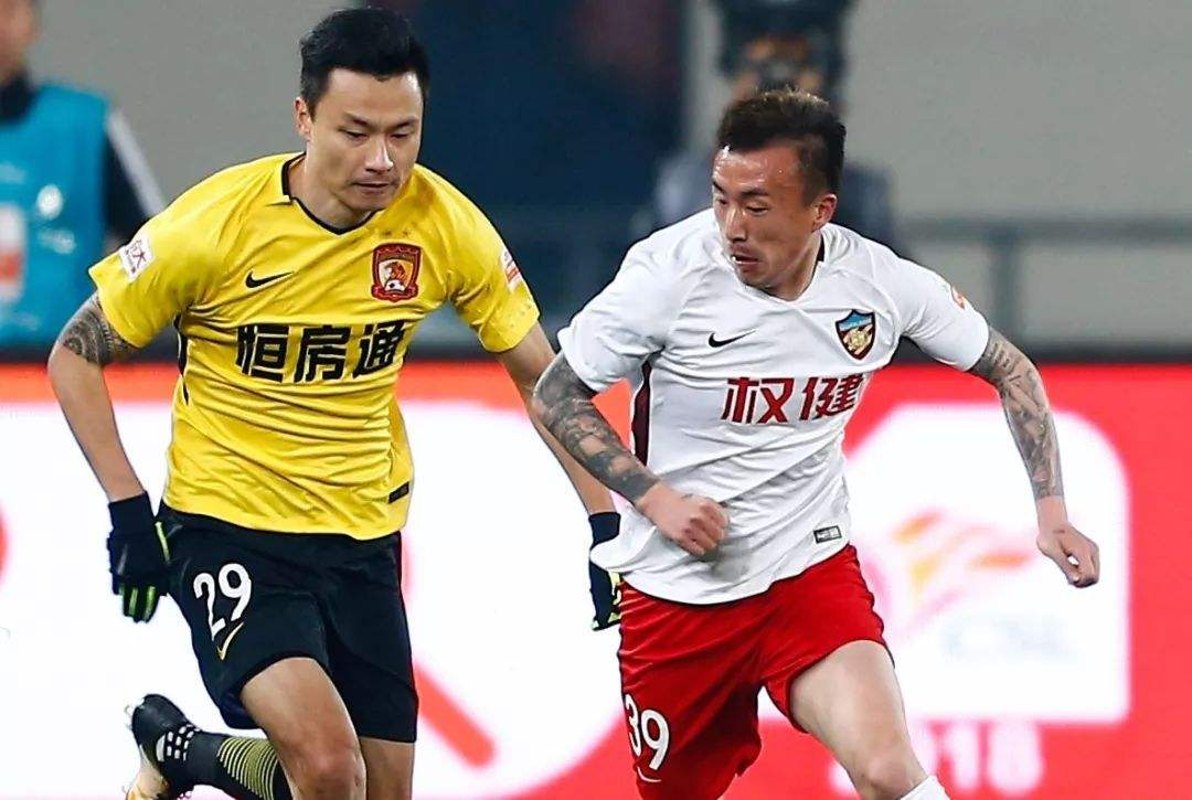 记者:深足为签郜林不惜一切代价;王永珀待遇还未谈拢