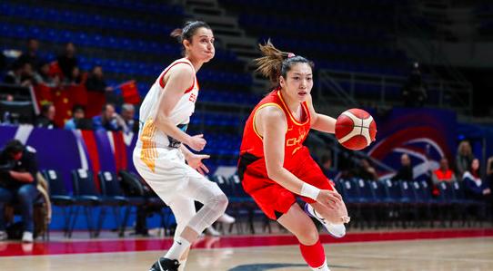 距离奥运一步之遥!中国女篮半场34-21领先西班牙