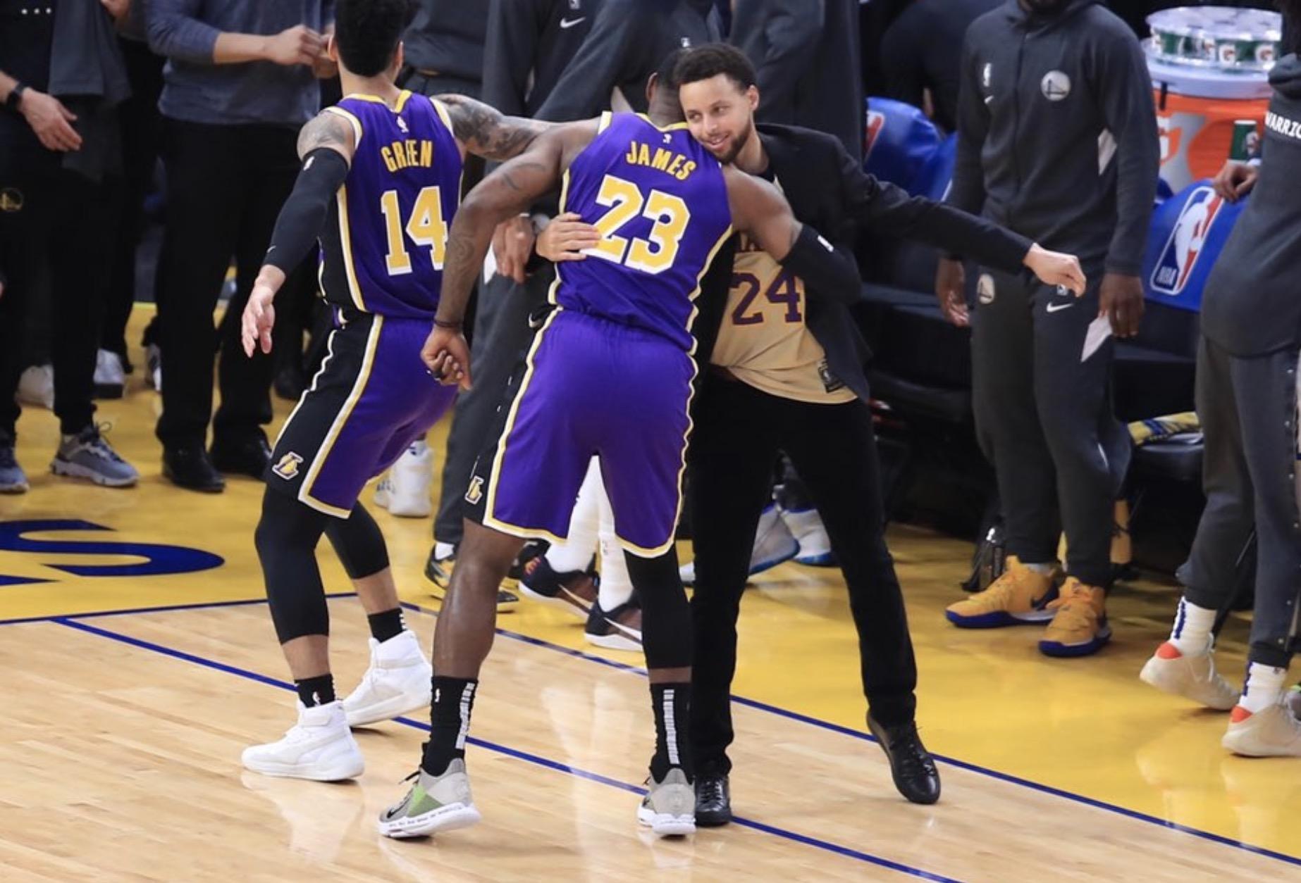 大于篮球!库里身穿科比24号球衣,赛前与詹姆斯拥抱