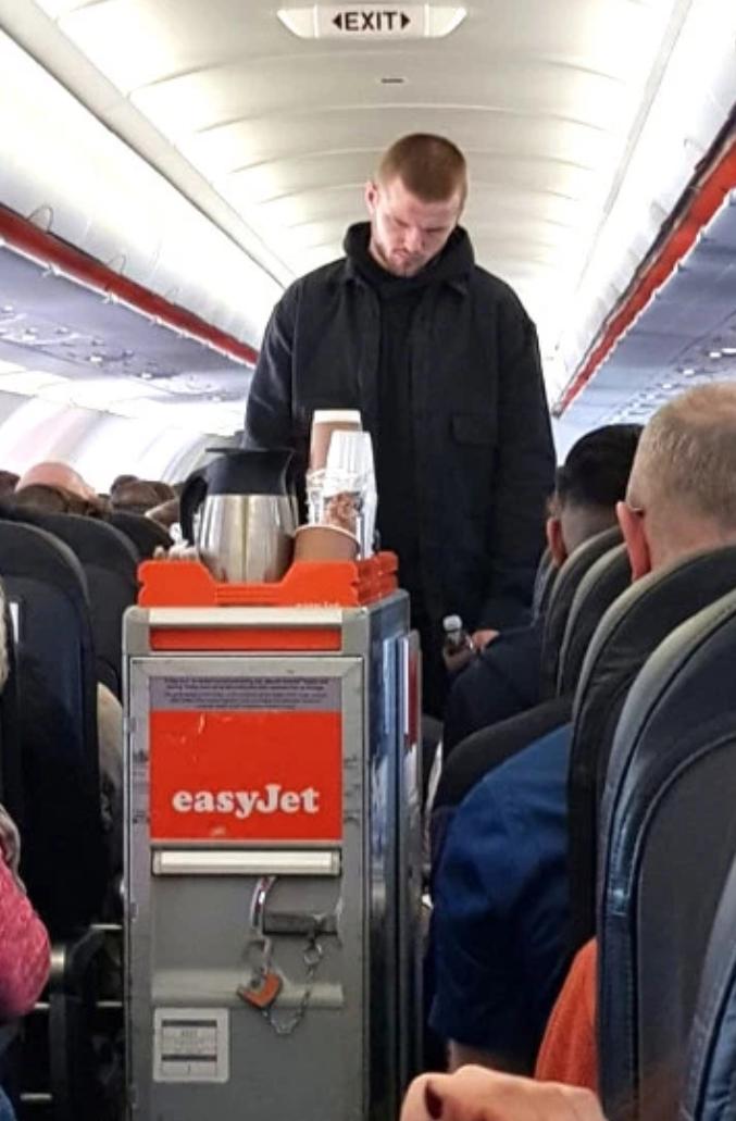 节俭低调!戴尔被拍到乘坐250英镑的廉价航空出门度假