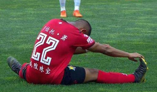华裔球员专家:萧初去年开始考虑起名,原建议叫萧柏涛