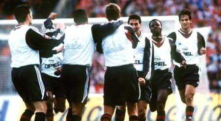 趣闻:拜仁19年前客战科隆,曾身穿训练背心到场角逐