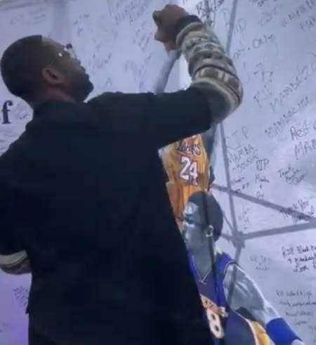 深切缅怀!韦德在科比悼念墙上留言:我想念你,我也爱你