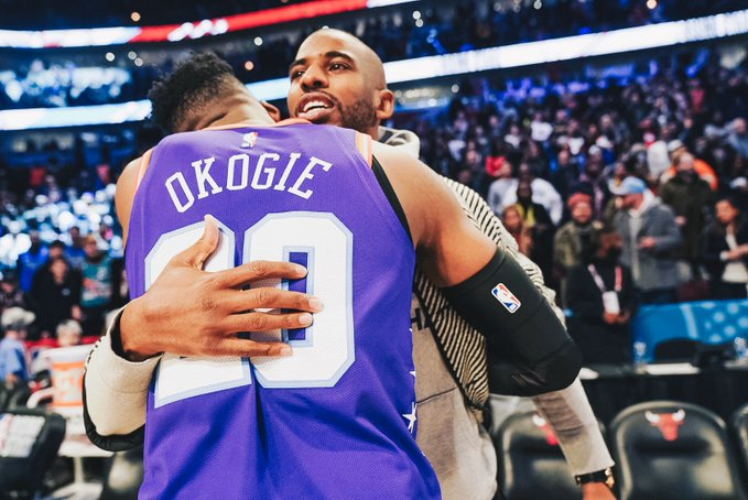 森林狼官方晒奥科吉与保罗拥抱合照:奥科吉有了球迷