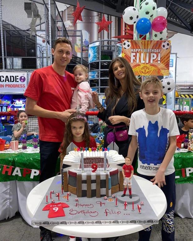 马蒂奇妻子晒儿子庆生:梦剧场造型的蛋糕作为生日礼物