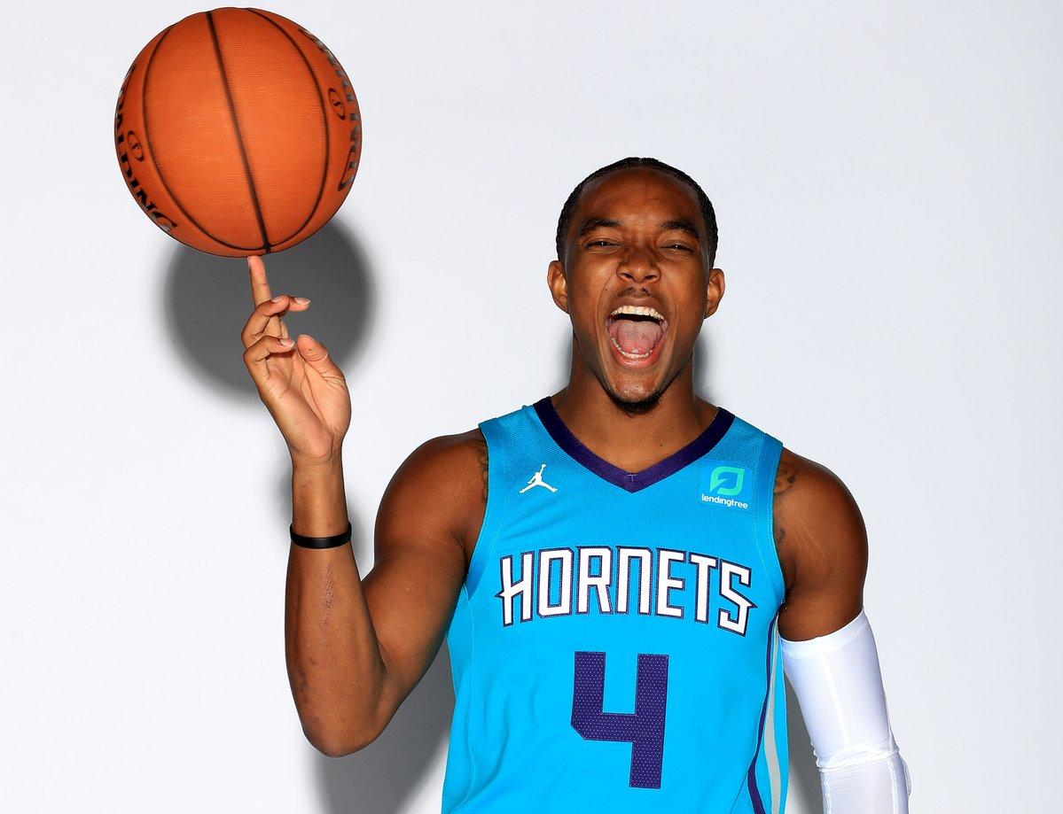 NBA官方祝福黄蜂后卫德文特-格雷厄姆25岁生日快乐