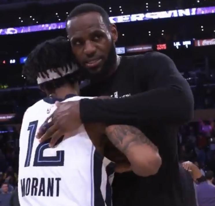 詹姆斯转发拥抱莫兰特视频:这孩子很特殊,年轻的国王