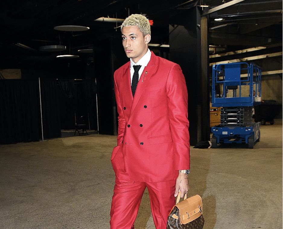 今日潮男:库兹马红色西装复古,亚历山大裤脚着火飘逸