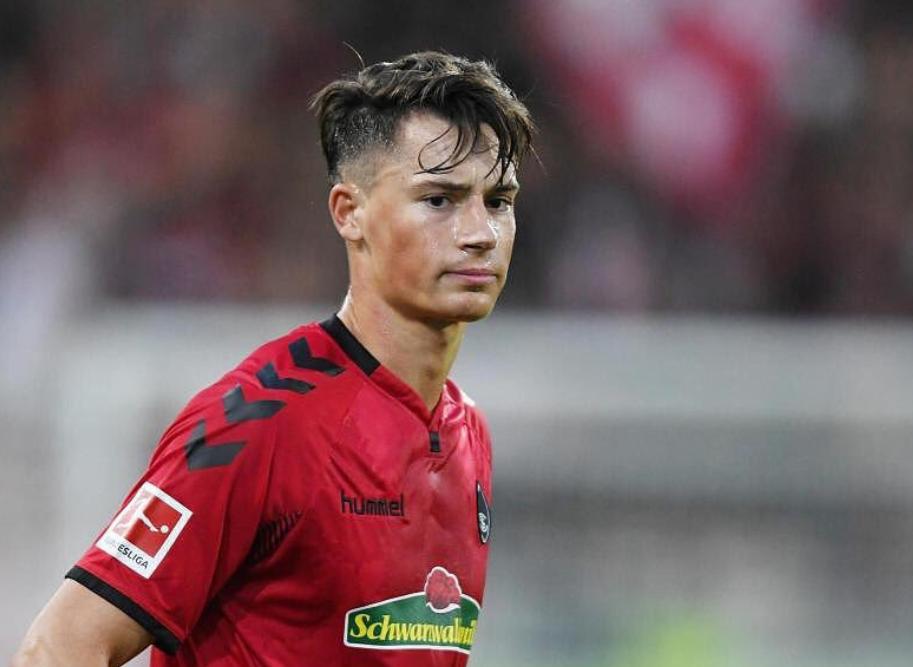 踢球者:拜仁冬休期考虑过科赫和奥尔默,但最后屏舍