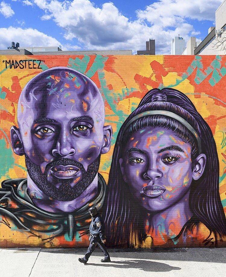 涂鸦艺术家在洛杉矶街头创作涂鸦来怀念科比和吉安娜