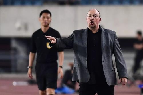 贝尼特斯:中国足球发展不起来因孩子踢球较晚