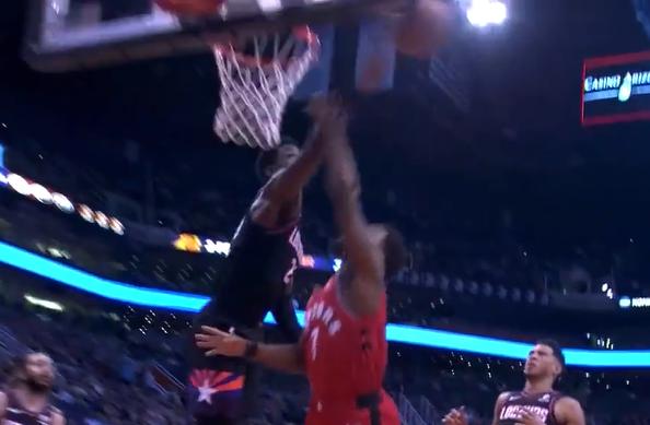 [视频]镇守篮下!洛瑞一路奔袭攻筐,艾顿直接单掌扇飞