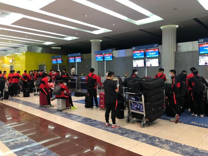 上港官方:二次冬训结束,全队已按计划返回上海