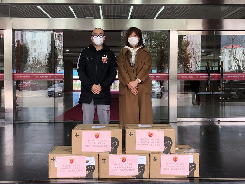 暖心!上港亚冠资格赛后向社会各部门捐赠3万只口罩