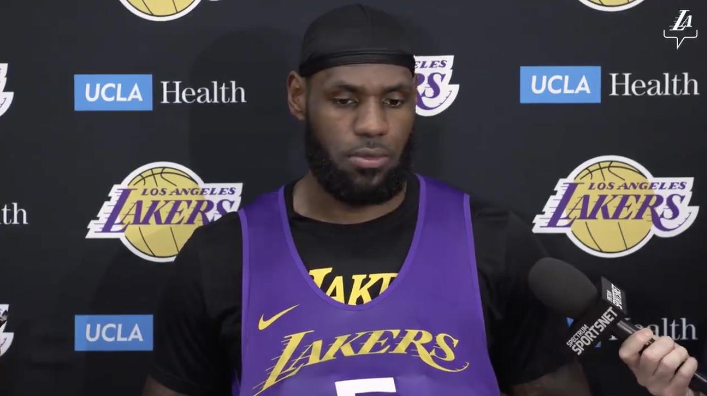 詹姆斯:宁愿让字母哥强投三分,也不愿让他扣篮和上篮