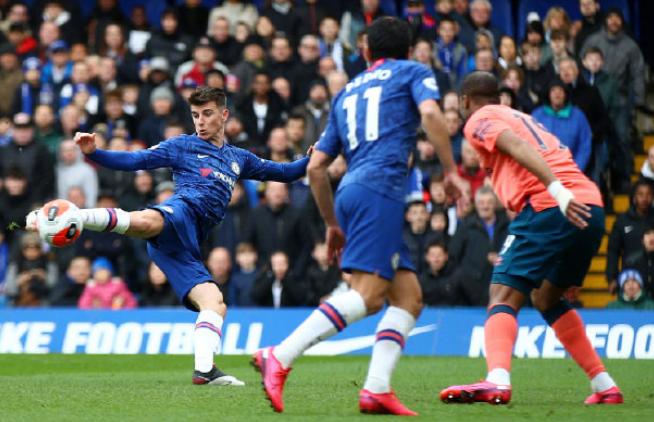 GIF:佩德罗助攻,芒特停球回身后射门入网,蓝军1-0