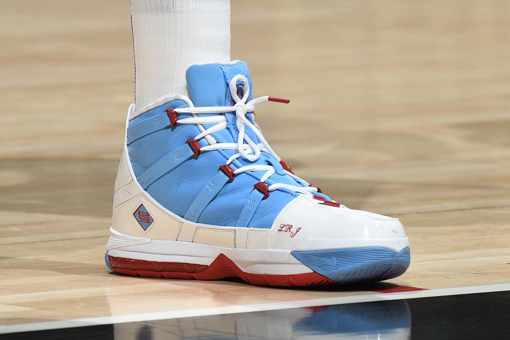 今日球鞋:詹姆斯上脚LBJ 7湖人,大莫里斯上脚LBJ 3