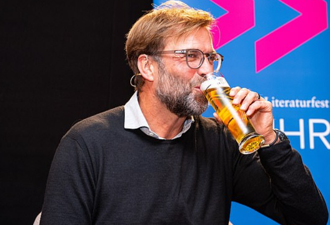 邮报:克洛普此前成为一啤酒品牌宣传大使,现在已戒啤酒