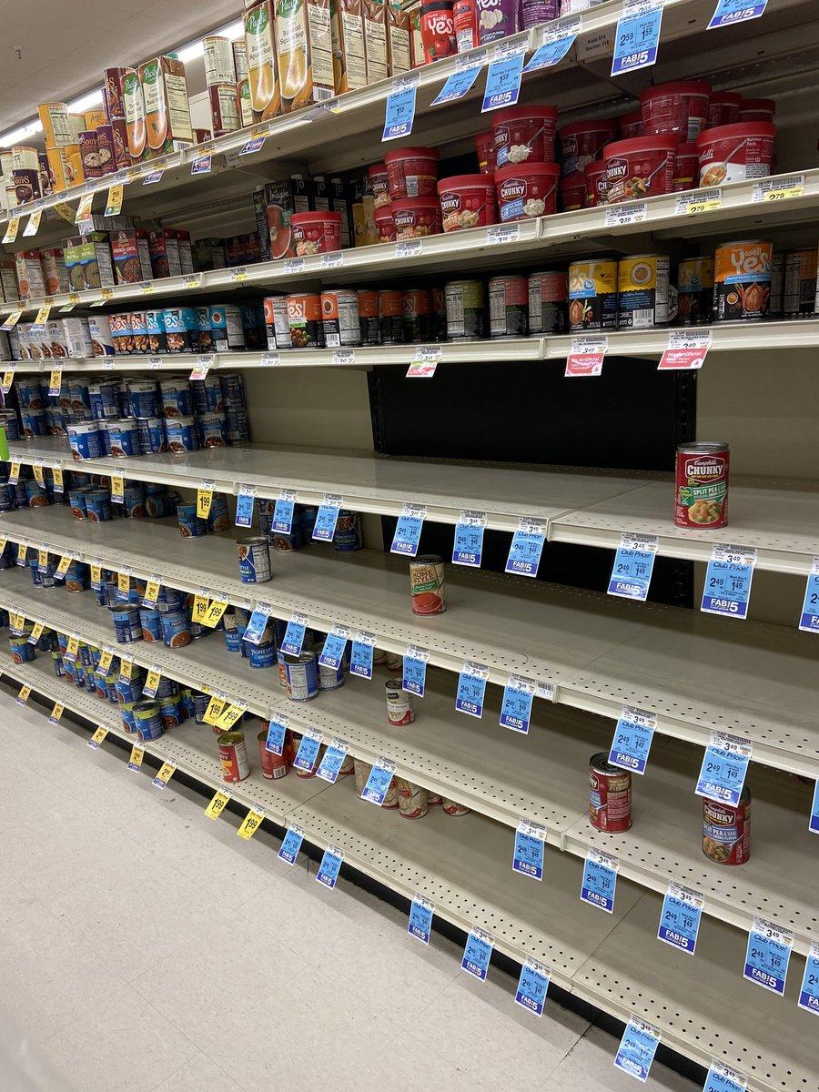 疫情过境?洛杉矶时报记者晒出超市被抢购一空的照片