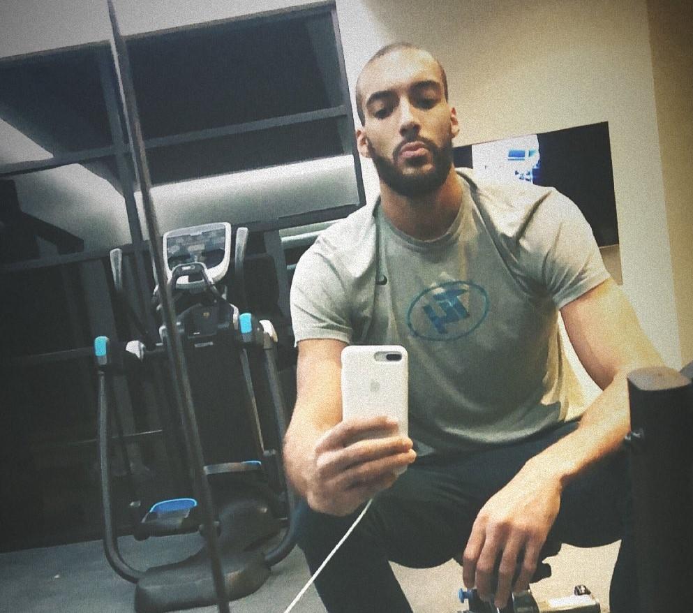 无大碍?戈贝尔更新Ins晒出自己在健身房训练照片