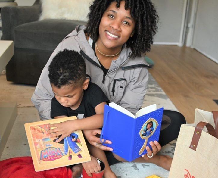 家庭生活!威斯布鲁克妻子晒与儿子小诺阿收到礼物的照片