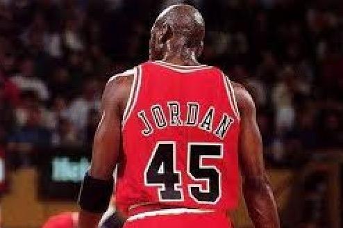 25年前的今天,乔丹宣布首次复出后主场