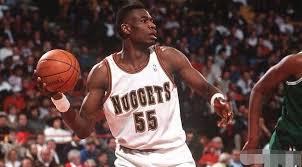 24年前的今天,穆托姆博单场31篮板创其小我私家单场篮板纪录