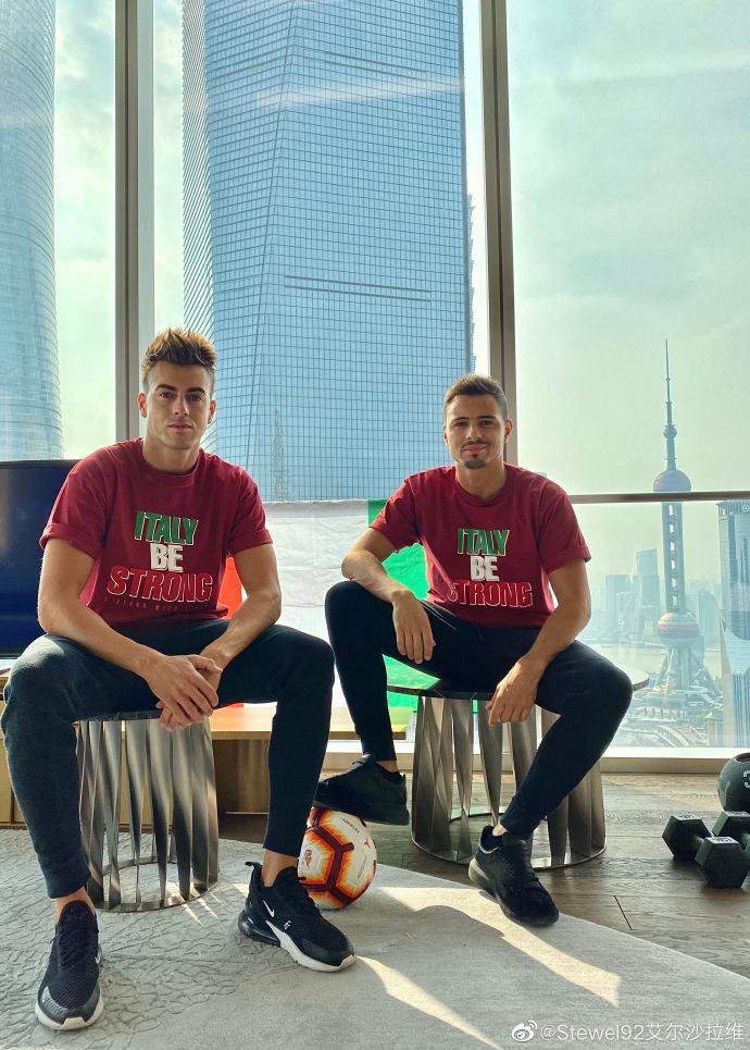 沙拉维义卖球迷设计慈善T恤,善款将用于意大利抗疫工作