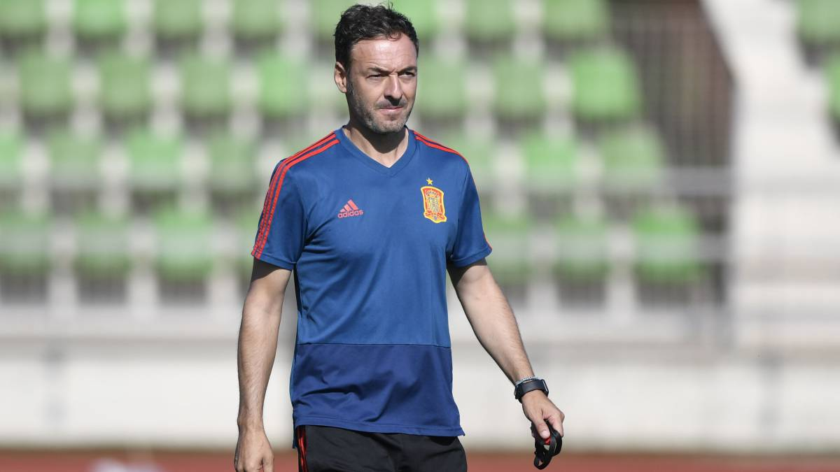 西班牙国青教练谈父亲离世:我没办法为他求得一台呼吸机