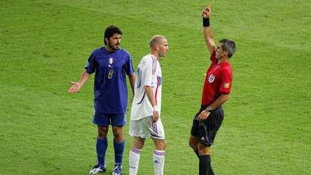 主裁:06世界杯罚下齐达内靠助理裁判帮助,没人看了回放