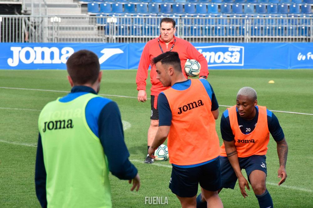 西乙球队周一将把一线队球员召回球场,分批测体脂率
