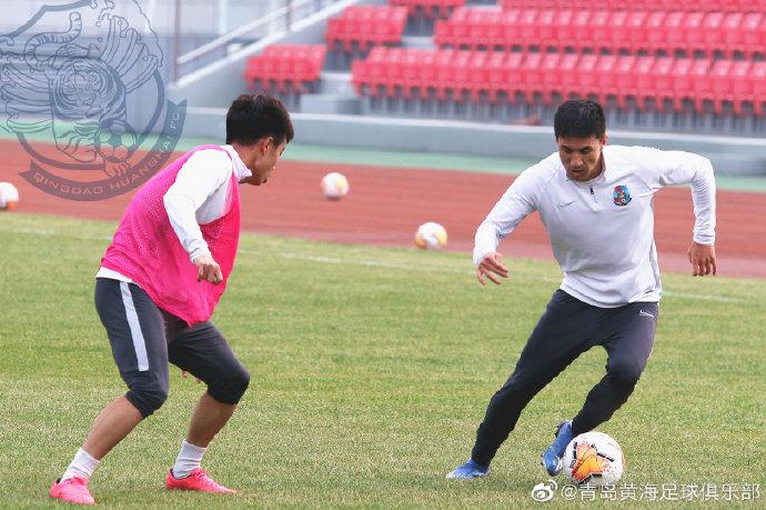 黄海队内教学赛:王伟梅开二度,白队4-1红队
