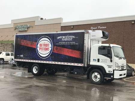 活塞携手互助同伴用卡车为底特律凌驾250个所在提供食物