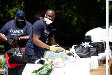 老鹰携手商业同伴在已往五周为2500多个家庭提供食物